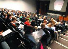 کدام بهتر است: ادامه تحصیل برای اشتغال در مراکز آکادمیک یا ورود سریعتر به بازار کار؟