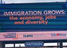 بیلبوردهای نوااسکوشیا از مزایای پذیرش مهاجر می گویند
