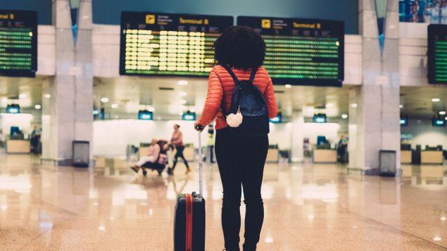 افرادی که برگه  تاییدیه اقامت دائم کانادا دارند، از 21 ماه ژوئن می توانند وارد کانادا شوند